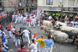 Entering frame, bottom centre (Photo: www.sanfermin.com)